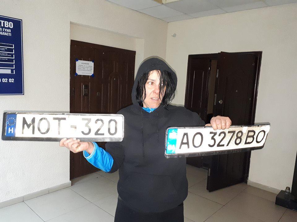 Оприлюднено фото крадійки автономерних знаків ужгородців (фото)