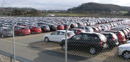 """Закарпатські митники оформили вже понад 450 автівок на """"єврономерах"""""""