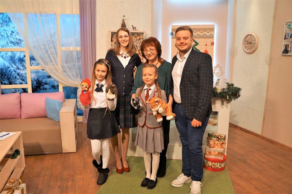 На закарпатському телебачені презентували цікаву книжечку для сімейного читання (відео)