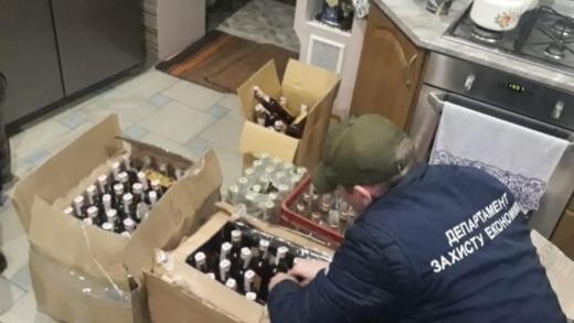 В Ужгороді виявили незаконне виготовлення та продаж контрафактного коньяку «Закарпатський»