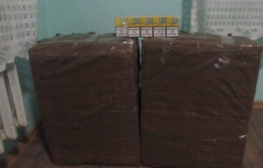 Закарпатські прикордонники знайшли покинуті за 100 м від кордону цигарки