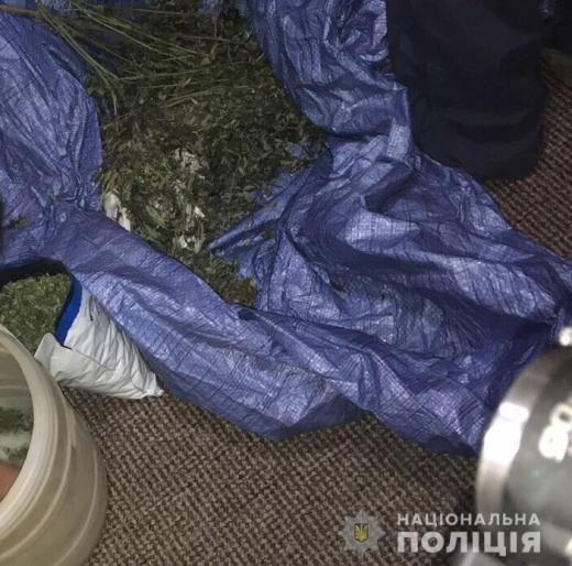 Закарпатка зберігала вдома чотири кіло марихуани