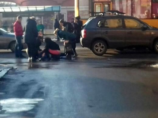 В Ужгороді авто збило жінку, що переходила дорогу в невстановленому місці