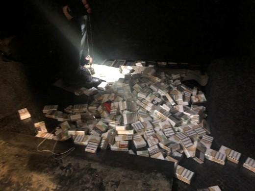 На Закарпатті прикордонники двічі зупинили спроби контрабанди цигарок