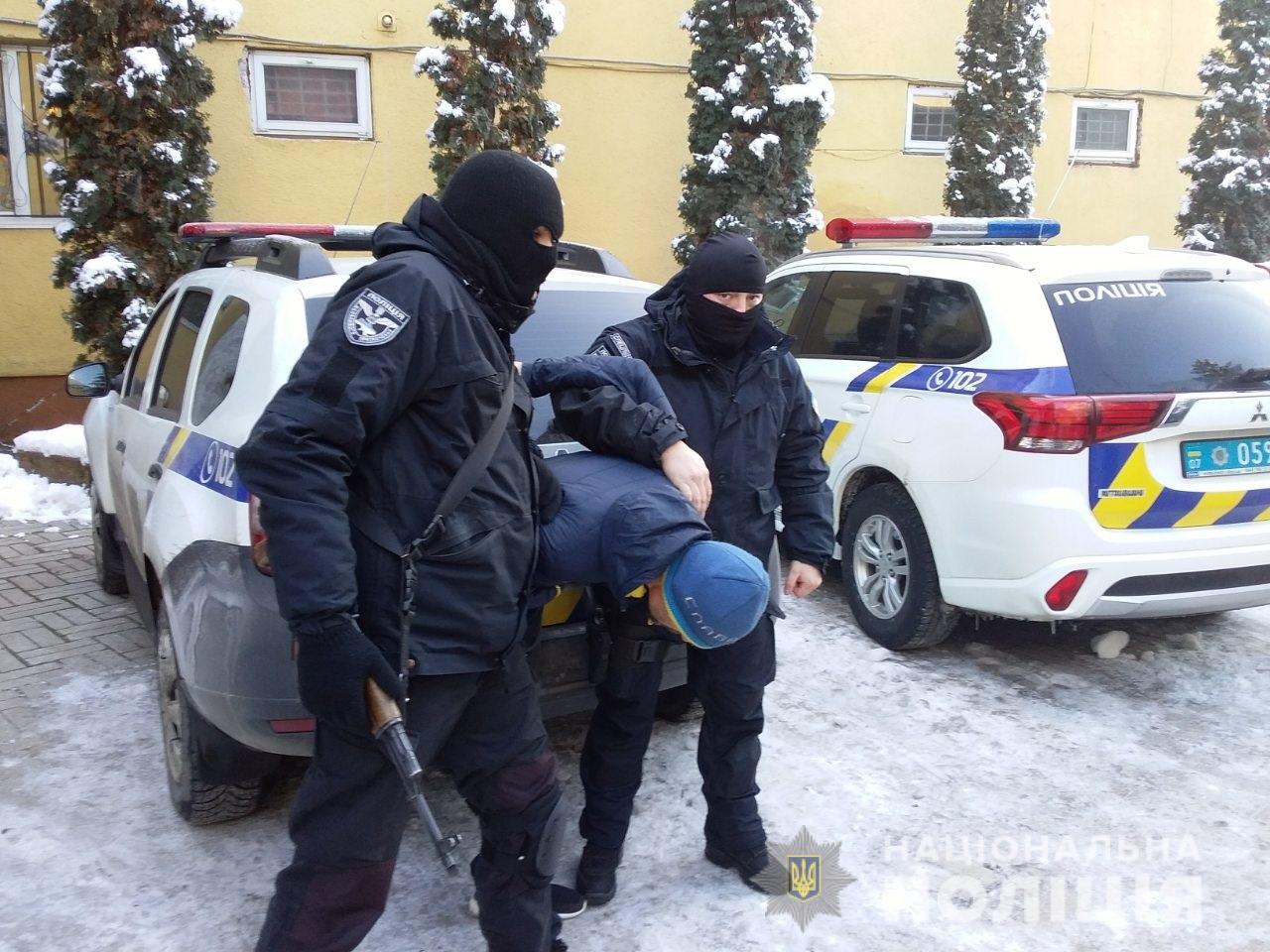 Поліція знайшла у раніше судимого жителя Іршави зброю та наркотики
