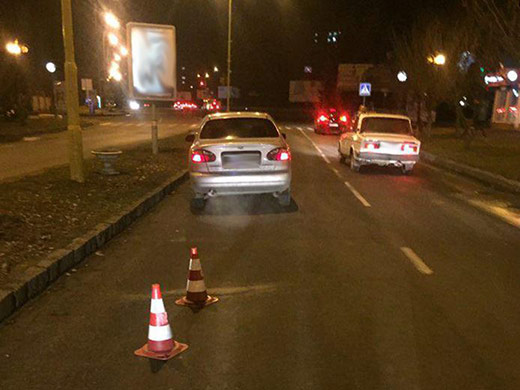 На проспекті Свободи в Ужгороді крадій не зміг втекти з місця злочину – потрапив під авто (ФОТО)