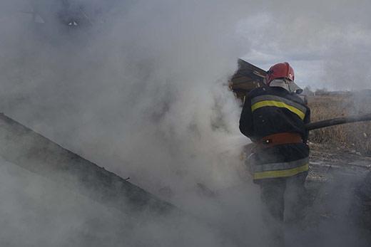 На Ужгородщині рятували від знищення вогнем житловий будинок