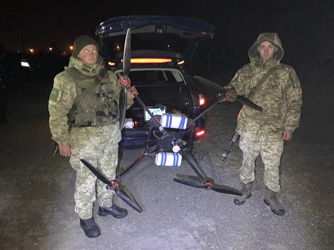 На Закарпатті поблизу кордону прикордонники затримали квадрокоптер