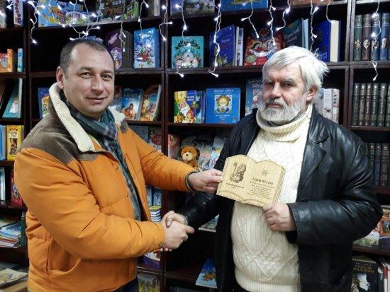 В Ужгороді письменникам вручили нагороди літературного конкурсу «Книга на Миколая»