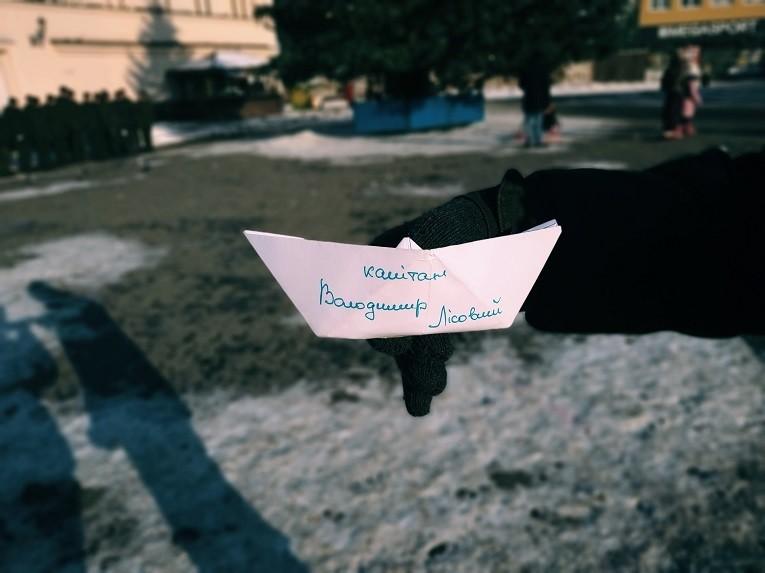 Кораблики надії поплили в ужгородські родини з рук нацгвардійців (фото)
