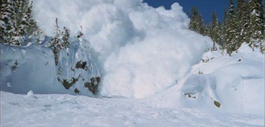 Рятувальники просять закарпатців та гостей краю утриматися від походів у гори через лавинну небезпеку
