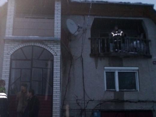 На Рахівщині з палаючої кімнати рятували 6-річну дівчинку, що бавилася з сірниками