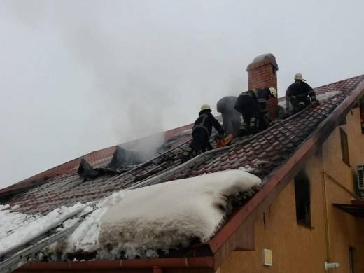Мукачівські пожежники врятували від вогню житловий будинок
