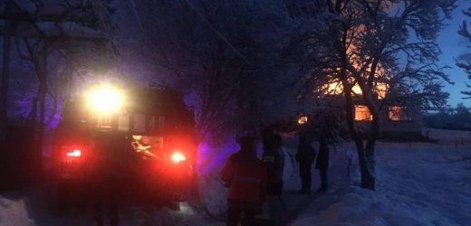 Під час пожежі у житловому будинку на Іршавщині постраждало подружжя пенсіонерів (ФОТО)