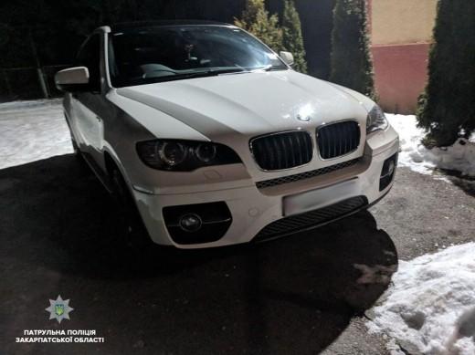На Ужгородщині водій BMW стріляв з пістолета по іншому авто