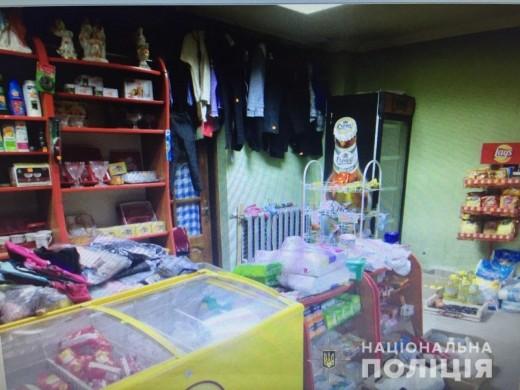 На Тячівщині озброєний ножем чоловік пограбував магазин