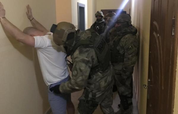 Під час обшуку мукачівські правоохоронці виявили травматичний пістолет, перероблений на вогнепальний