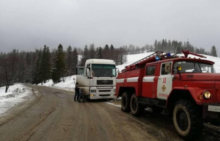 За добу закарпатські рятувальники відбуксирували 25 автомобілів