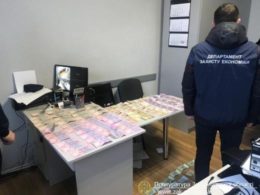 В Мукачеві затримали судового експерта, який вимагав хабара