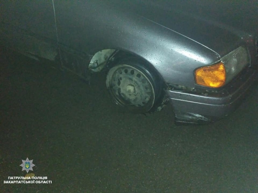 """Під ранок ужгородські патрульні зупинили п'яного водія на автівці з """"голими"""" дисками"""