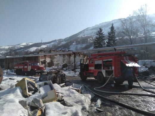 У Рахові горів склад металобрухту (фото)