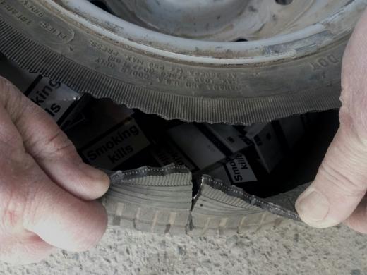 Закарпатські митники виявили цигарки, сховані у запасних колесах двох автівок
