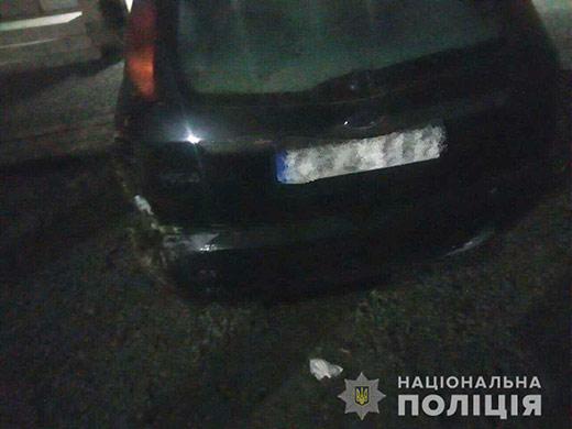 У Тячеві п'яний юнак без водійського посвідчення врізався на авто у електроопору і втік