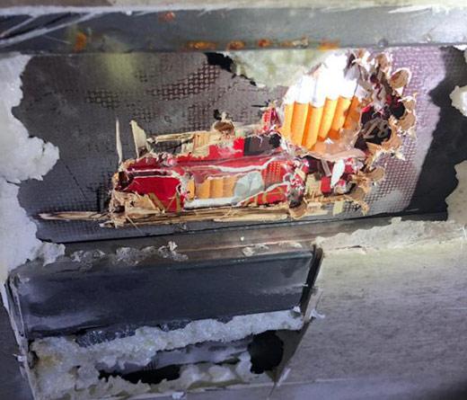 Закарпатські прикордонники виявили тютюнову контрабанду, сховану у вантажівці зі шкірами