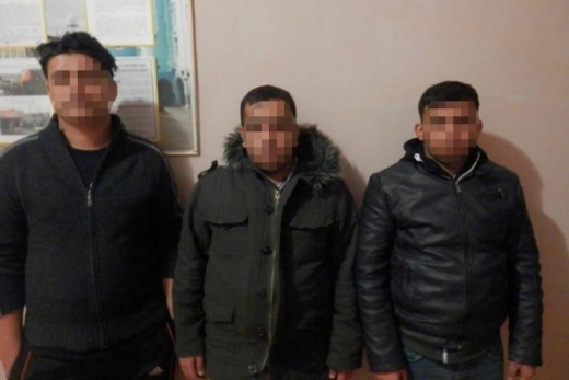 Прикордонники затримали трьох нелегалів на околиці Хуста