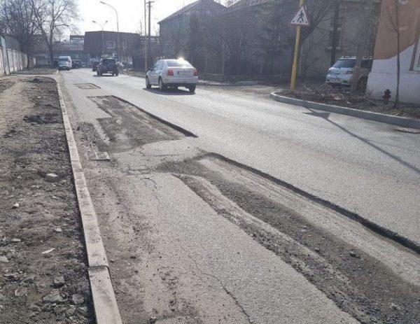 Вулицю Шумну в Ужгороді не поспішають відновлювати після багатомільйонного ремонту /фото/