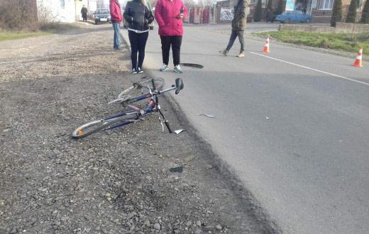 У Виноградові через зіткнення мотоцикла і велосипеда було травмовано підлітка