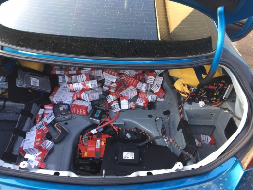 Закарпатські прикордонники виявили 1550 пачок цигарок, схованих у автівці громадянина Литви