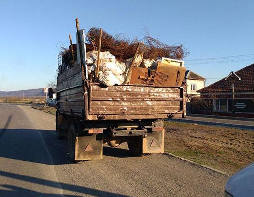 Закарпатські патрульні виявили два автомобілі, які перевозили металобрухт без відповідних документів