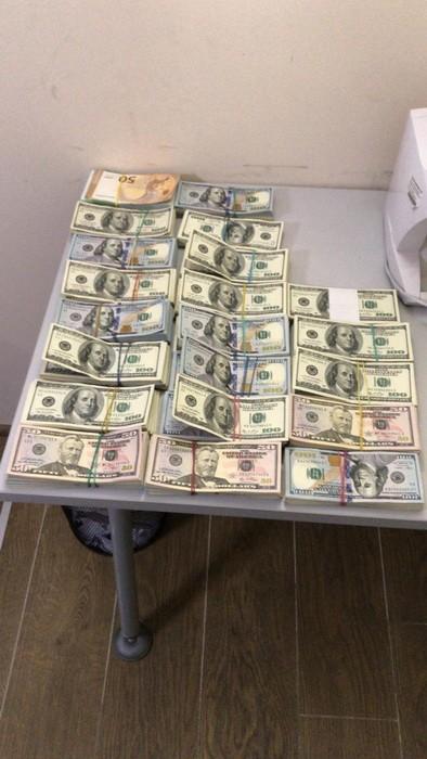 СБУ вилучила сотні тисяч доларів у чиновників Мінекології (фото)