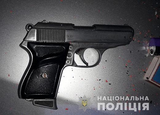 У автівці порушника ПДР полісмени знайшли пістолет