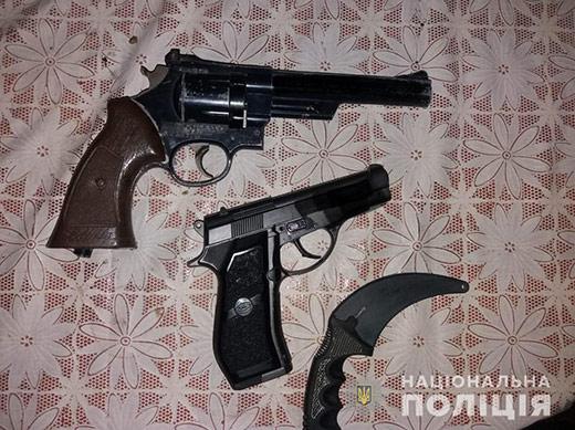 Мешканець Іршавщини незаконно зберігав вдома пістолет та револьвер