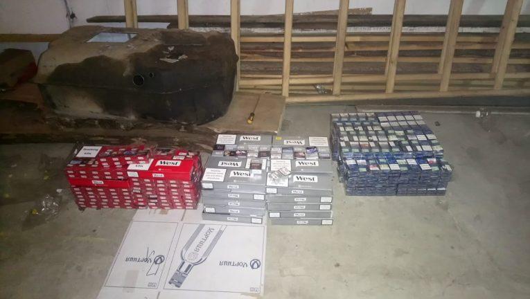 На Закарпатті прикордонники виявили контрабандний тютюн у вантажівці поляка