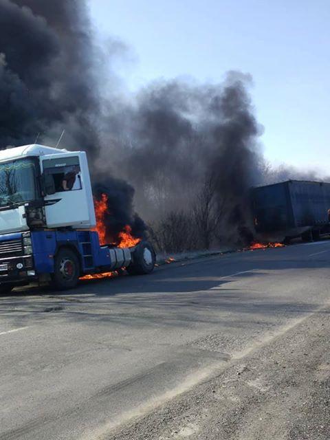 Під Хустом горіла вантажівка (відео)