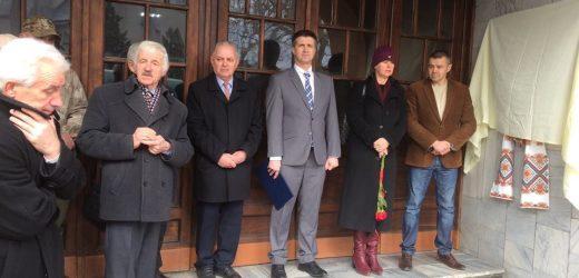 """В Ужгороді урочисто відкрили меморіальну дошку будівничим """"Просвіти"""" (фото)"""