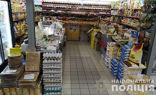 В Мукачеві чоловік підбіг до прилавку, викрав гроші з каси та й утік