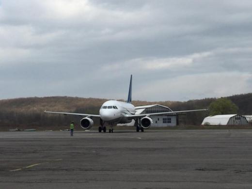 Закарпатській облраді заборонили дотувати авіарейси Київ-Ужгород-Київ
