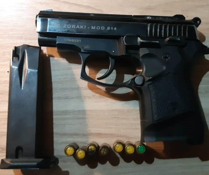 У автівці громадянина Чехії закарпатські прикордонники знайшли газовий пістолет