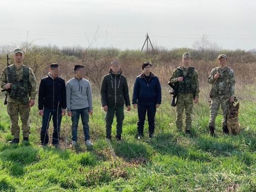Закарпатські прикордонники затримали чотирьох нелегальних мігрантів