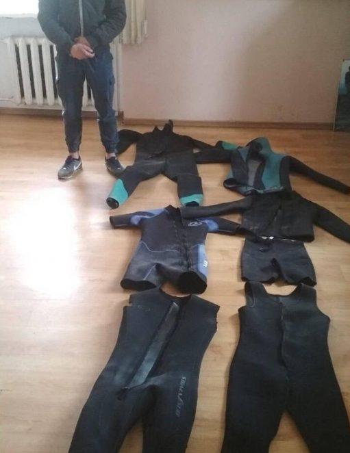 Закарпатські прикордонники затримали двох порушників з гідрокостюмами