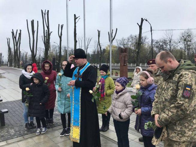 Закарпатці взяли участь у вшануванні полеглих воїнів на Житомирському військовому цвинтарі