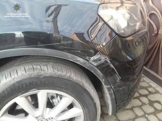 В Ужгороді п'яний водій пошкодив чуже авто і намагався втекти