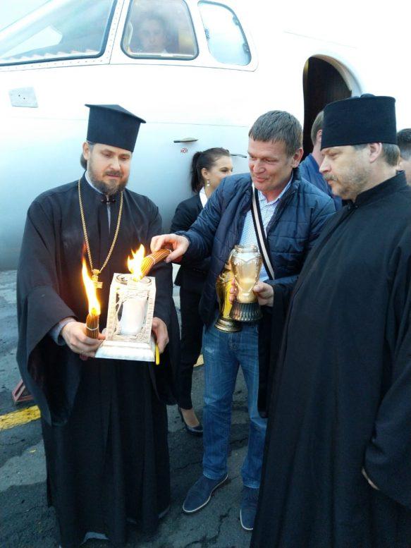 До Ужгорода привезли Благодатний вогонь