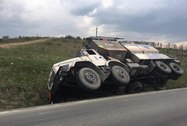 На Виноградівщині 30-тонна вантажівка перекинулась в кювет