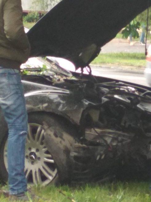 """В Ужгороді сталася аварія за участі """"Мерседеса"""" (фото)"""