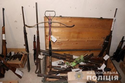 Закарпатці принесли до поліції 47 одиниць зброї